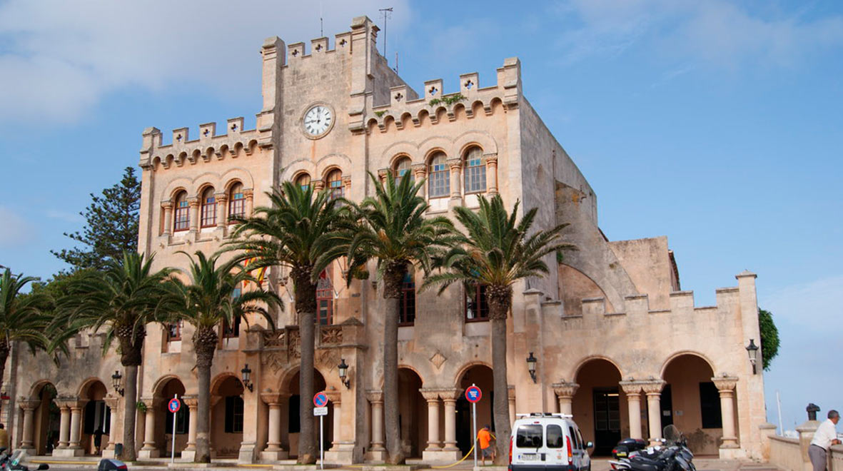 from the 1st to the 5th of April in Ciutadella